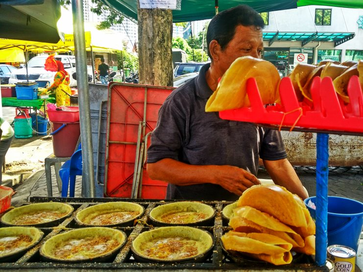 Chinese, Indian and Malay Food from the best restaurants and street food stalls in Kuala Lumpur Malaysia? YES! Find out where the best nom noms are right here!