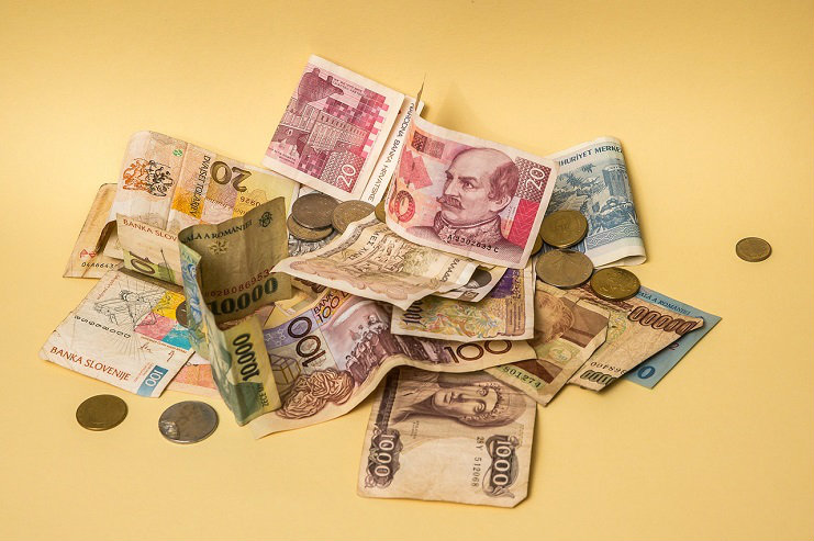 How to make money exchanging currency