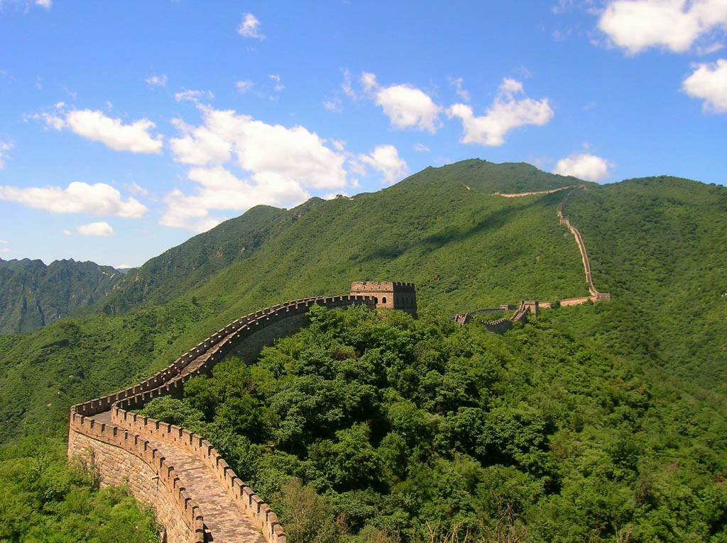 View of the Great Wall of China and the surrounding mountains