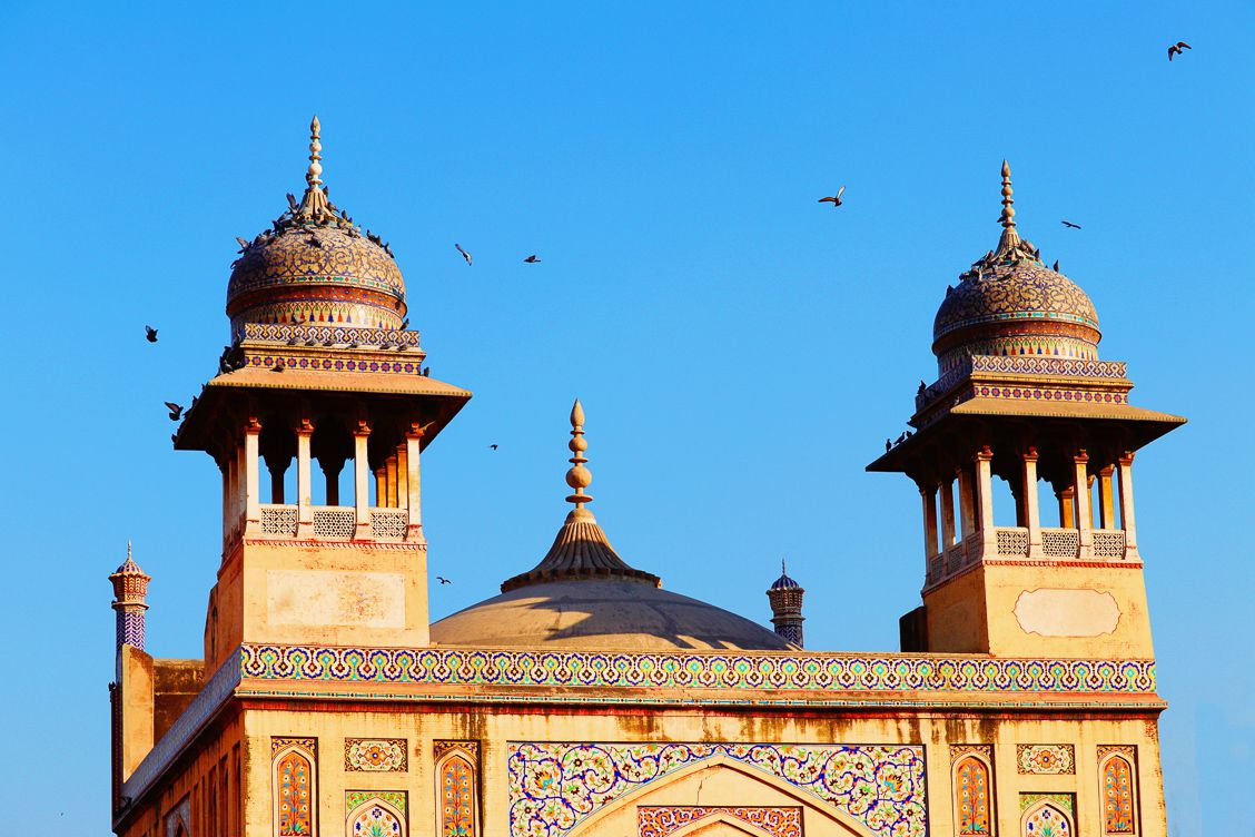 Photo of the towers on top of the main gate of Masjid wazir khan